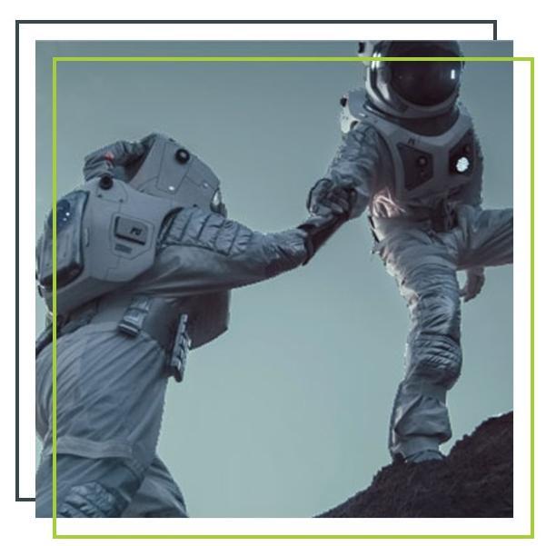 Zwei Astronauten reichen sich die Hand