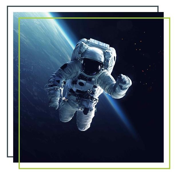 Astronaut vor Erde